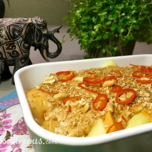 Zoete aardappel met romige pindasaus met seroendeng