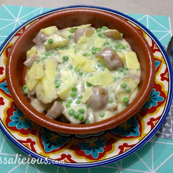Romige aardappelstukjes met doperwten