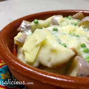 Romige aardappelstukjes met doperwten en parmezaanse kaas