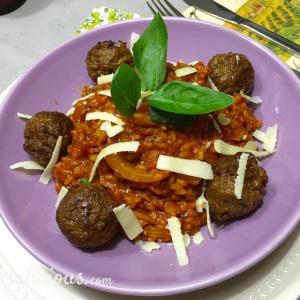 Voorbeeld van Stevige risotto met tomaat met vegetarische balletjes