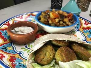Lekkere Falafel wraps met yoghurtsaus en auberginestoof