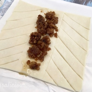 Zo snij je de plak blaaderdeeg voor Zelfgemaakte Pecanbroodjes