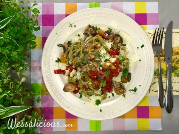 Lekkere Tagliatelle met champignons, paprika en walnoot