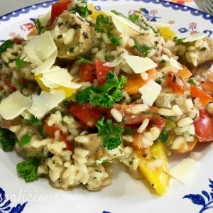 Risotto met vegetarische worst en parmezaanse kaas