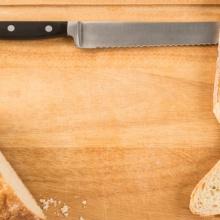 houten snijplank brood en schoonmaken