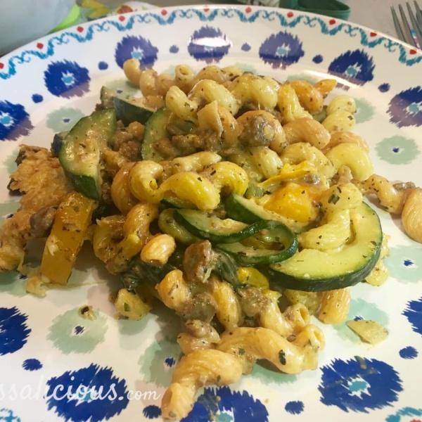 Gegratineerde pasta met crème fraîche en courgette