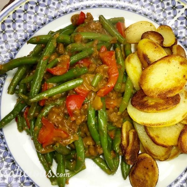 eindresultaat Indonesische Satéschotel met sperziebonen met vegetarisch gehakt