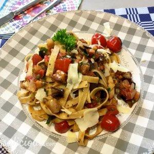 vegetarische Tagliatelle puttanesca