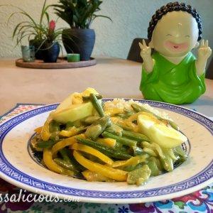 Lekkere Thaise curry met sugar snaps en ei