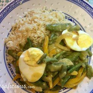 Aanrader Thaise curry met sugar snaps en ei