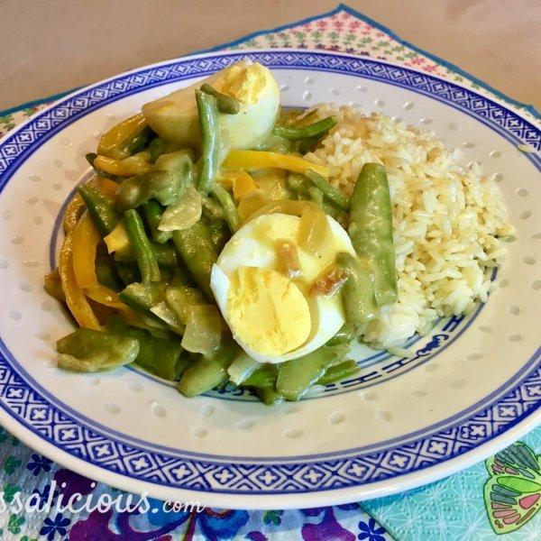 eindresultaat Thaise curry met sugar snaps en ei