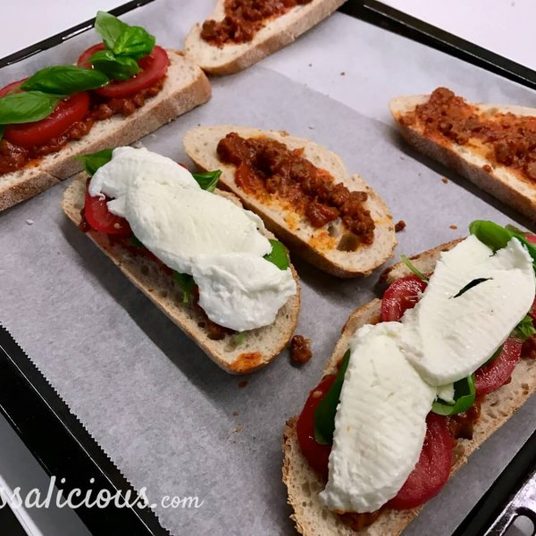 Voorbereiding Pizzatoast met mozzarella