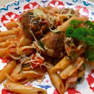 Voorbeeld Zelfgemaakte vegetarische balletjes bij pasta