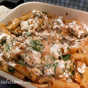 Ricotta door de pasta-ovenschotel