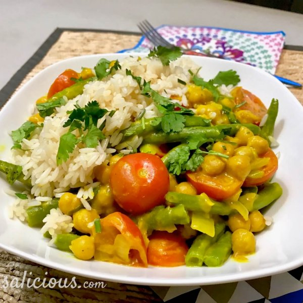 Gele curry met kikkererwten en sperziebonen
