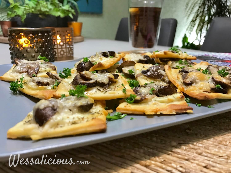 Kruidige pizzettes (mini pizza) met champignons