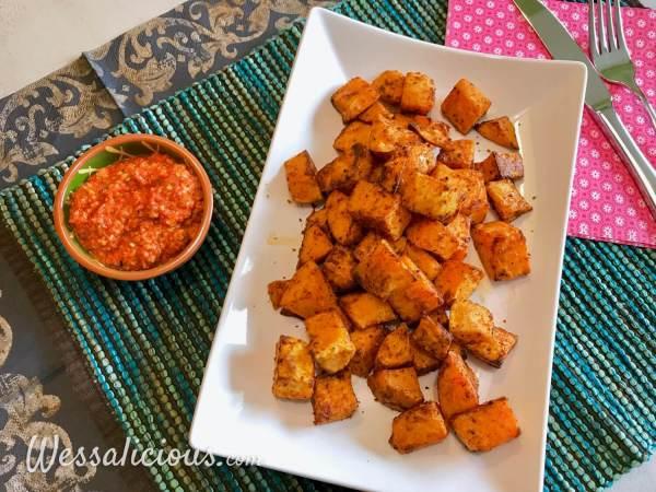 Patatas Bravas van zoete aardappel met romesco saus