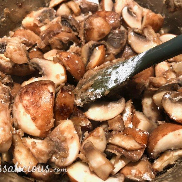 voorbereiding champignonroomsaus
