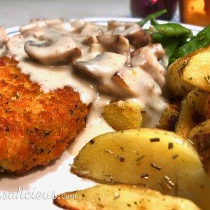 Lekkere Rozemarijn aardappelpartjes met champignonroomsaus