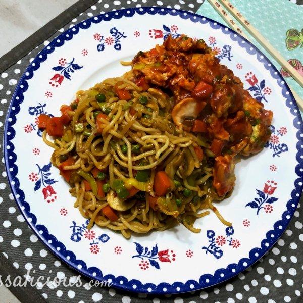 Vegetarische Foe Yong Hai met snelle bami