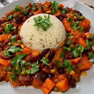 Indiase curry met zoete aardappel en aubergine
