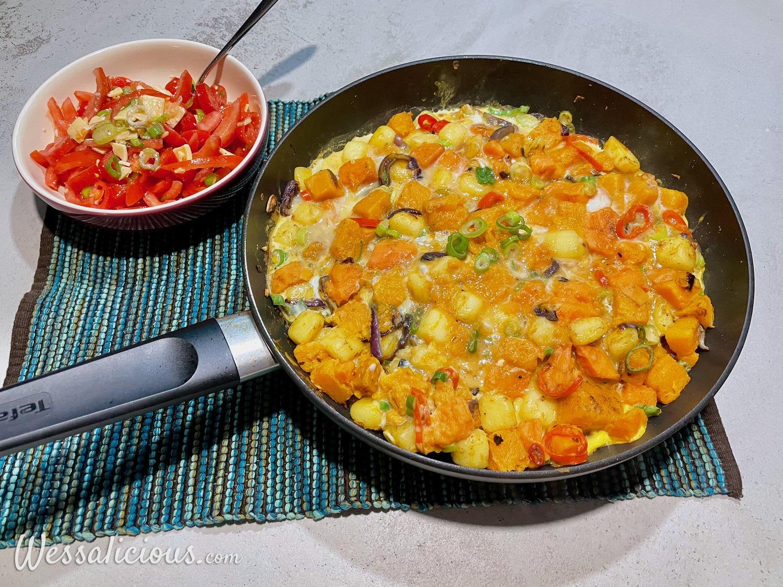 Pompoen tortilla met tomatensalade