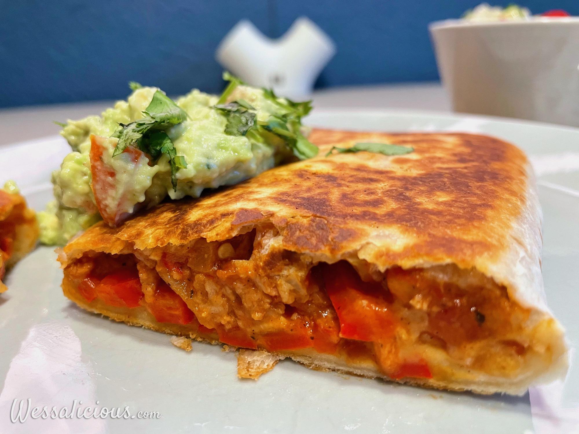 Chimichanga met vegetarisch gehakt en guacamole