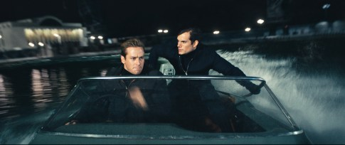 Armie Hammer und Henry Cavill als Agents Kuryakin und Solo.