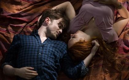Horns und Merrin waren das perfekte Paar, bis die junge Frau auf tragische Weise aus dem Leben gerissen wird.