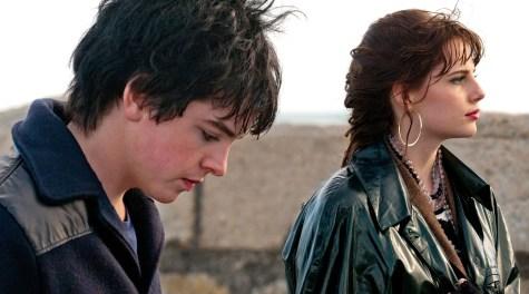 Conor (Ferdia Walsh-Peelo) schwärmt für Raphina (Lucy Boynton)