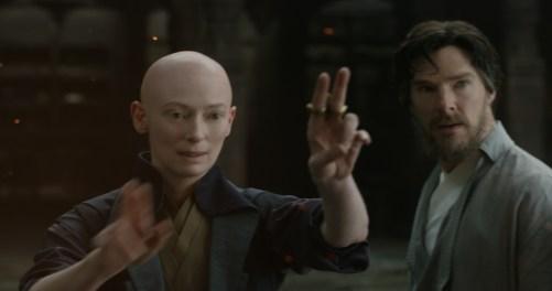 Bei The Ancient One hofft Stephen Strange auf Heilung. Diese führt ihn in die Welt der Magie ein.