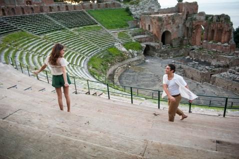 Vor beeindruckender Kulisse will Violetta mithilfe ihrer Freunde einen tollen Auftritt auf die Beine stellen!