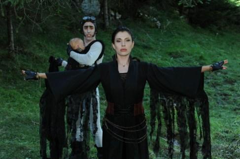 Jana Pallaske hat in ihrer Schurkenrolle als Vampirkönigin Antanasia mächtig Spaß!