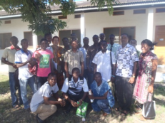 Me (Bea Lundt) and my African Students. I Foto: Nina Paarmann