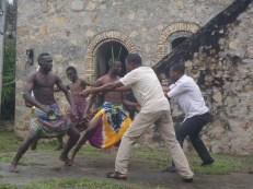 Zum Abschluss der Exkursion führten die Studierenden aus Lomé ein Theaterstück auf, in welchem sie sich kritisch mit der Kolonialzeit und dem Sklavenhandel auseinandersetzten. I Foto: Nina Paarmann