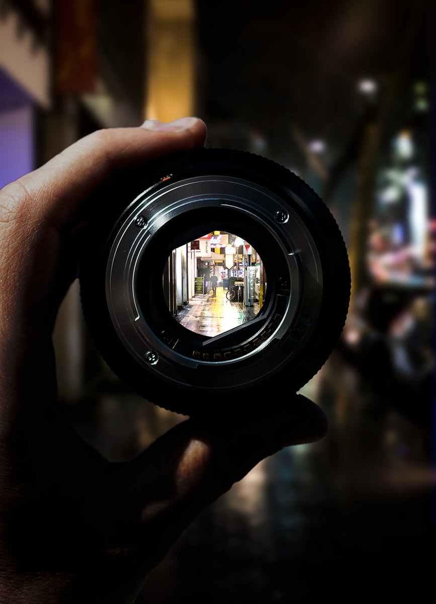 aperture blur downtown focus