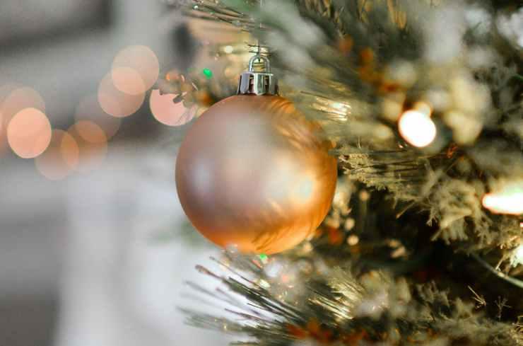 gold christmas ball decor