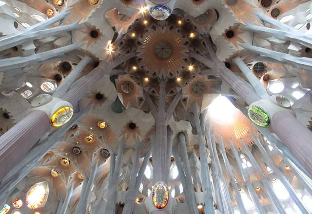 sagrada familia ceiling 2