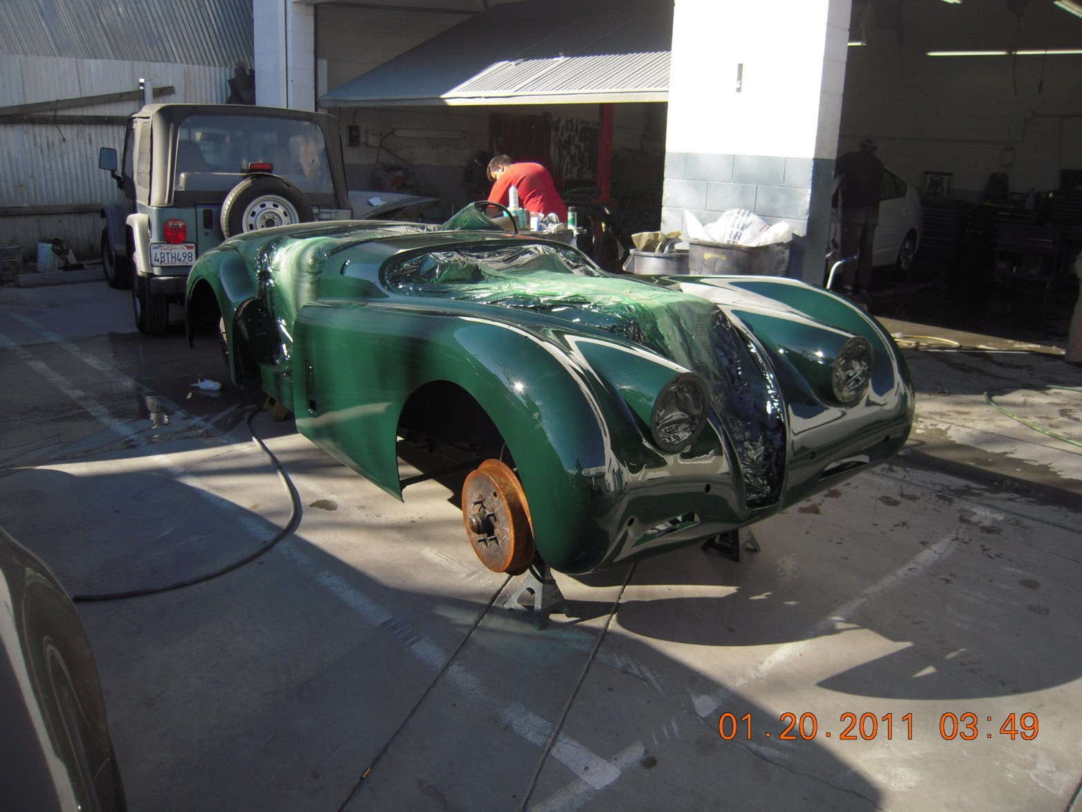 west-coast-body-and-paint-green-jaguar-xk120-7