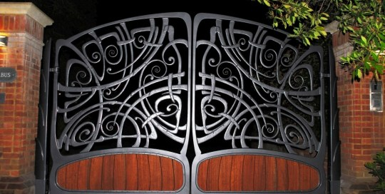 Stunning bespoke automated gate to and organic design