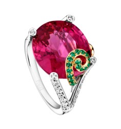 Limelight Cocktail Party - Pink Sunset Cocktail Inspiration 18K white and yellow gold ring set with 1 oval-cut rubellite (approx. 10.91 ct), 58 brilliant-cut diamonds (approx. 0.63 ct) and 28 round tsavorites (approx. 0.22 ct).