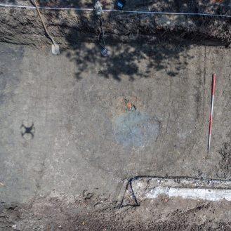 Drone foto van de laatmiddeleeuwse waterput