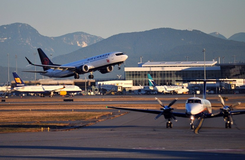 yvr-busy-morning-ramp-4-airlines