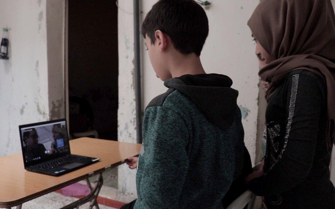Claudia de Breij spreekt Syrisch gezin via Skype
