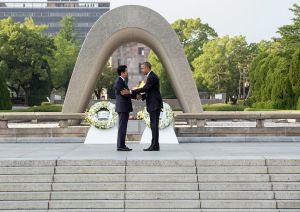 shinzo_abe_and_barack_obama_shaking_hands_at_the_hiroshima_peace_memorial_park