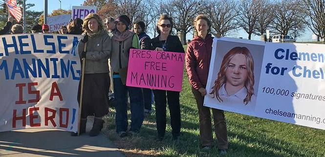 Chelsea Manning's release petition hits White House threshold with 100,000 signatures