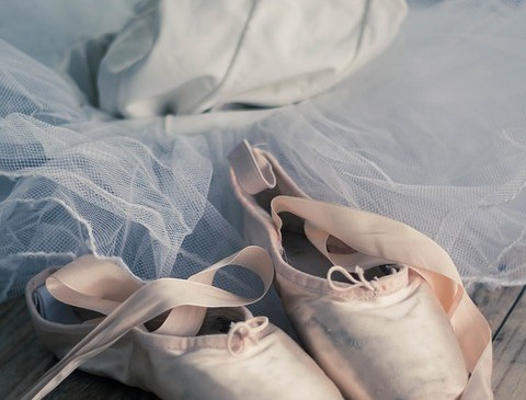 Ever wondered how Ballerinas dance on their toes?!
