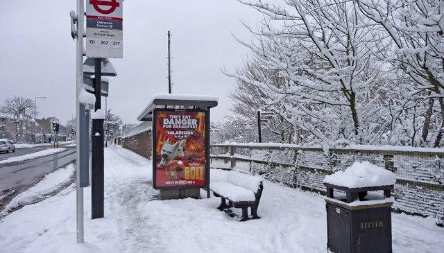Heavy snow disrupts London travel
