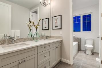 523 Green Haven 20 Bathroom