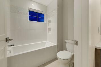 538 Green Haven 56 Bathroom